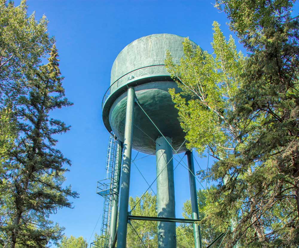 Preventing contamination in water storage tanks