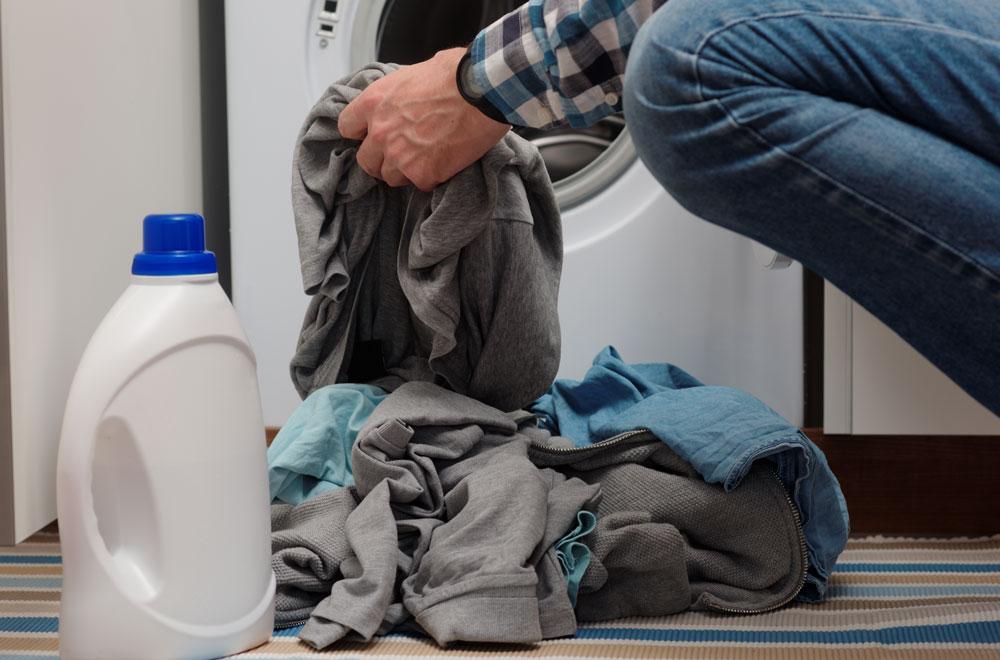 Putting cloths into a washing machine