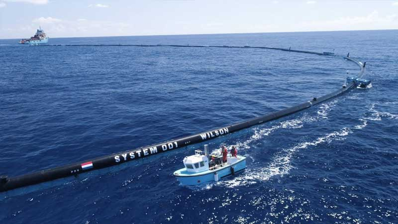 The Ocean Cleanup system at sea