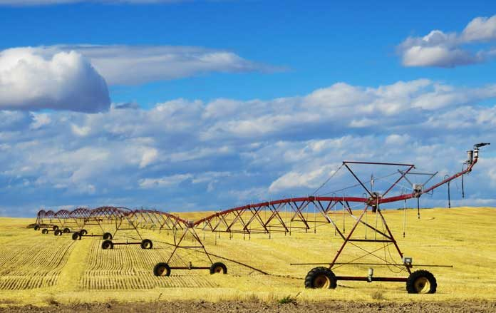 farmland-irrigation-stock-image