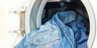 blue-jeans-in-washing-machine